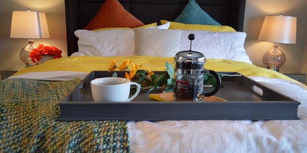breakfast-bed